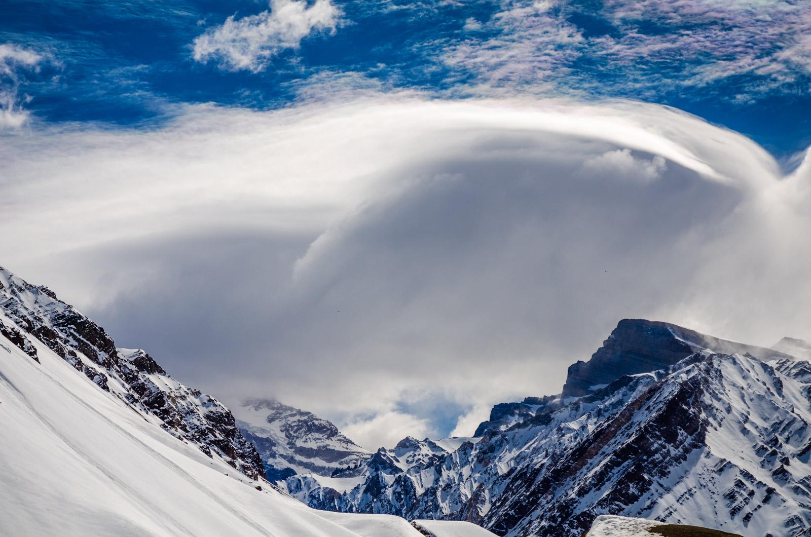 Aconcagua cubierto de nubes