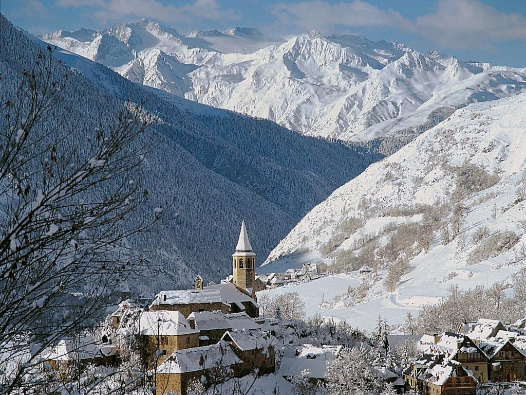 El valle de ar n la joya de los pirineos on pinterest spain - Inmobiliarias valle de aran ...