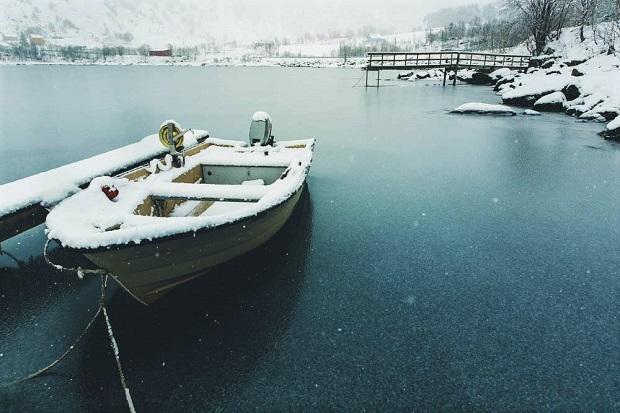La nieve no se fundía con el contacto de la superficie del mar