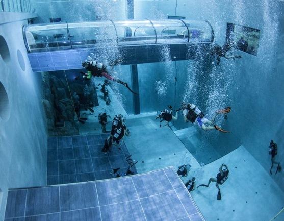 Para esquiar o surfear mejor primero bucea en una piscina for Cuantos litros de agua caben en una piscina