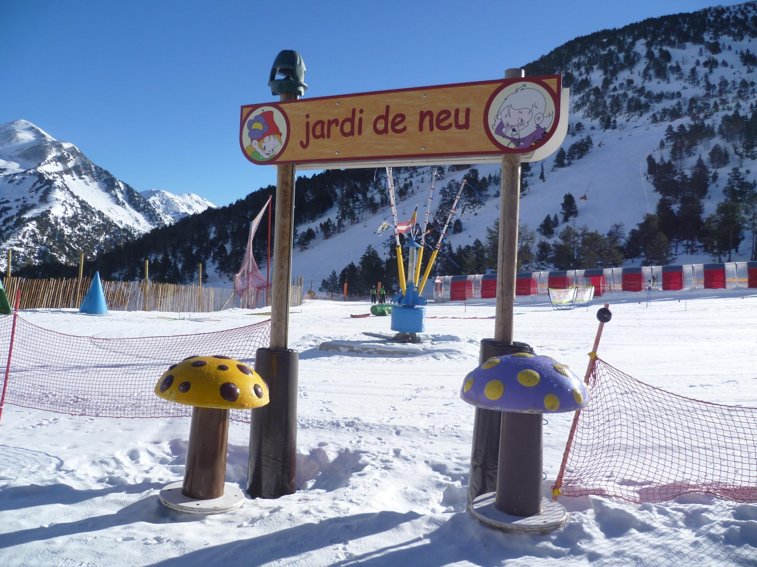 7 consejos fundamentales para esquiar con ni os for Jardin de nieve formigal