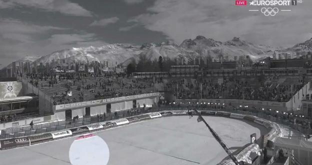 Susto en St. Moritz, un avión derriba el cable de una cámara aérea y cae en medio de la pista