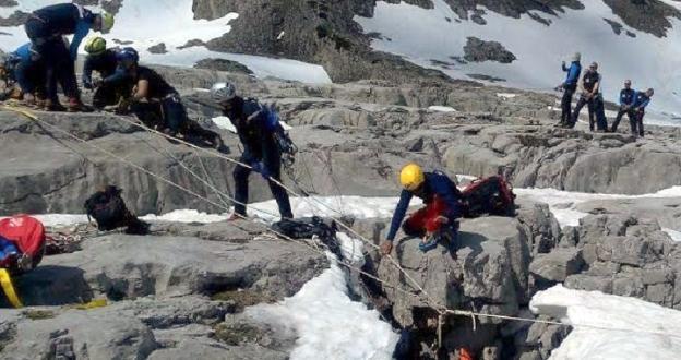 Pirineos: rescatado vivo tras pasar 5 días atrapado en una grieta que ocultaba la nieve