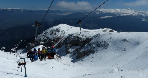 Más de 2150 esquiadores llenan las 17 pistas abiertas de Masella