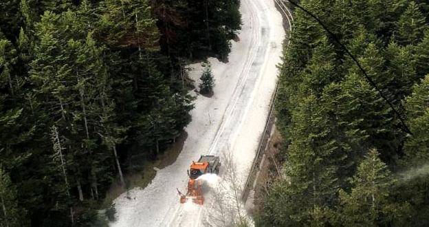 Llamativas imágenes de la limpieza del Coll de Ordino que abrirá este miércoles