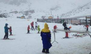 Pajares y Fuentes de Invierno reciben 7.000 esquiadores en el primer Puente abierto en 5 años