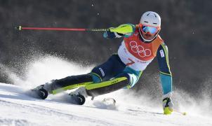 Hirscher se sale de pista y André Myhrer gana el oro en el slalom