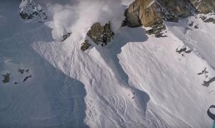 Maxence Cavalade escapa de una gran avalancha volando