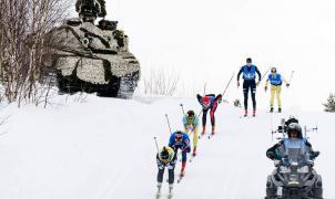 Un tanque se cuela en mitad de una carrera de esquí de fondo en Noruega