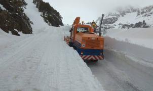 El COEX reabre la carretera de la Coma de Arcalís con paredes de 2 metros de nieve