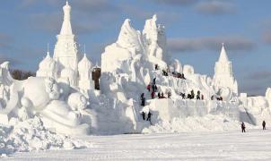 China vuelve a abrir el parque de hielo y nieve más grande del mundo en Navidad