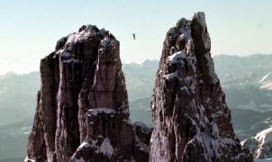 90 segundos de sudor helado en la cuerda floja a 2.800 metros de altura