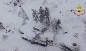 4 muertos y decenas de desaparecidos en un hotel sepultado por una avalancha en Italia