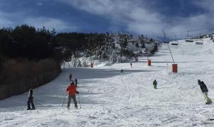 Abre la Pinilla en Segovia con una afluencia de 700 esquiadores en su primer día