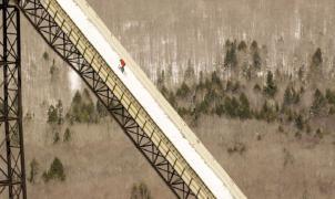 Sammy Carlson y su salto de esquí imposible en el trampolín de Michigan