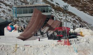 Espectacular transformación de las rampas dobles de los Aerials en el gran salto del Big Air