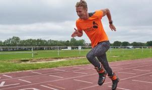 Max Willccocks pulveriza el récord mundial de los 100 m lisos con botas de esquí