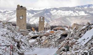 El centro de Italia sacudido por un terremoto que se suma a los dos metros de nieve que acumulan