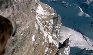 El vídeo inverosímil de un águila sobrevolando los Alpes con una GoPro