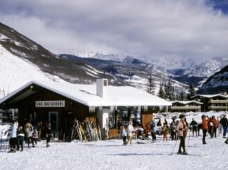 Relaciones entre las escuelas de esquí, instructores y las estaciones