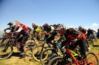 Se celebra la siempre espectacular Maxiavalanche de Vallnord con 500 corredores