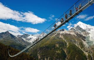 Suiza inaugura en Zermatt el puente colgante peatonal más largo del mundo