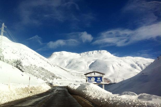 Aspecto de la carretera hacia Astún después de las nevadas de enero del 2013