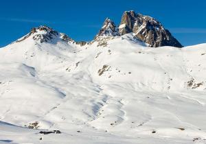 Aramón, el lujo de esquiar en 283 kilómetros y 240 pistas en el Pirineo Aragonés