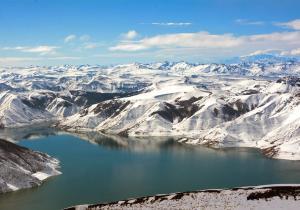 Chile, un destino sin igual para esquiar a casi 4.000 metros de altitud, entre volcanes y lagos