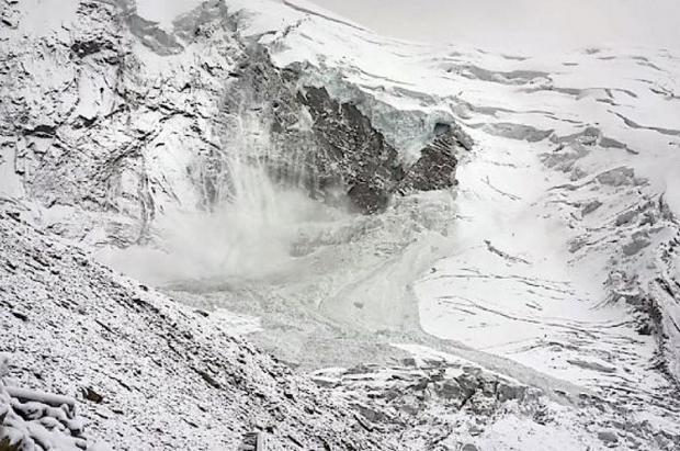El glaciar Trift en la estación de Saas-Fee acaba viniéndose abajo tras días de tensión