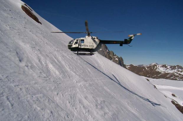 Rescatan a un esquiador de travesía arrastrado por un alud en Plan