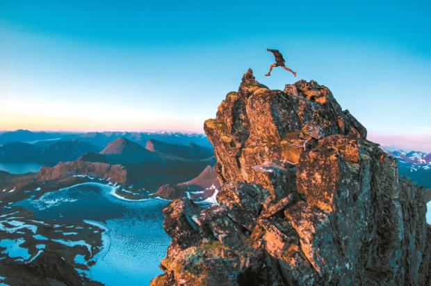 Kilian Jornet desvela los detalles de sus ascensiones al Everest en su nuevo libro