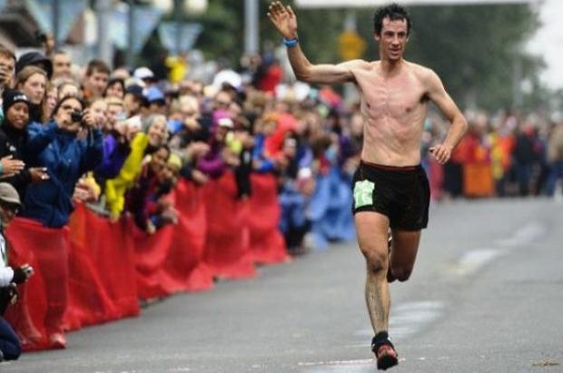 Un imperial Kilian Jornet gana con récord en la Mount Marathon de Alaska