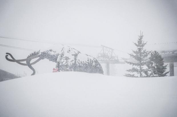 Invierno épico en Norteamérica: estaciones cerradas y acumulados de más de 4 metros