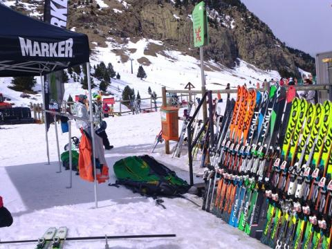 Ski Test Völkl de Ricard Tarré en la LdN Ski Party 2016 en Ampriu, Celer