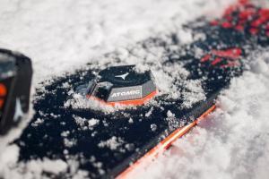 Atomic Skitracer o Neverlose de PowUnity, nunca más perderás tus esquís sepultados en nieve