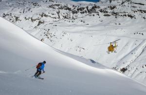 Las nevadas abren la temporada de heliski en el Valle de Arán