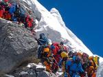 """Trekking en la """"Zona de la Muerte"""". El Everest convertido en un destino turístico de masas"""