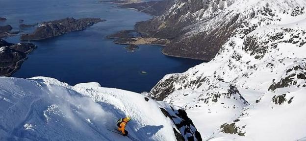 Esquí de montaña en los fiordos de Lofoten, una experiencia única Made in Noruega