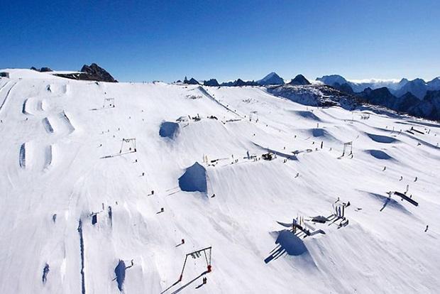 Panorámica del Snowpark de Les 2 Alpes en verano