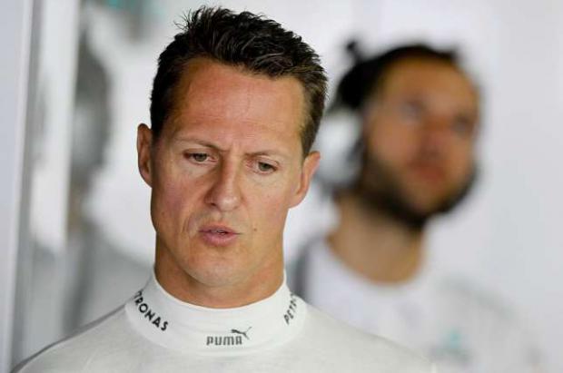 Schumacher trasladado en secreto en ambulancia a Suiza, se comunicó con las personas que le trasladaron