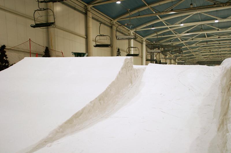 Snowpark de Madrid SnowZone con el telesilla