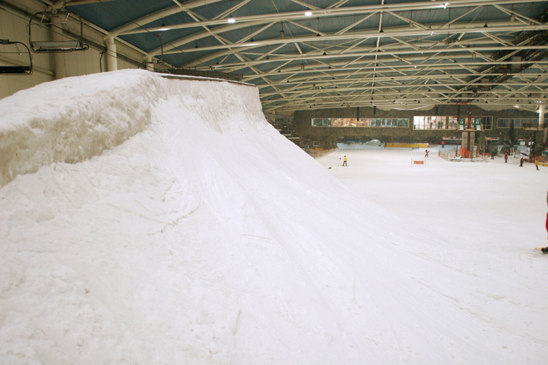 Snowpark de Madrid SnowZone nieve en bruto para preparar
