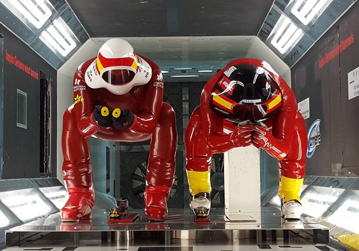 Ricardo Adarraga y Eduard Manrique en el túnel del Viento de Ginebra
