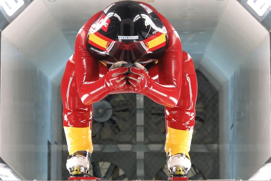 Ricardo Adarraga en el Túnel del Viento midiendo la aerodinámica. Foto: Ricardo Adarraga