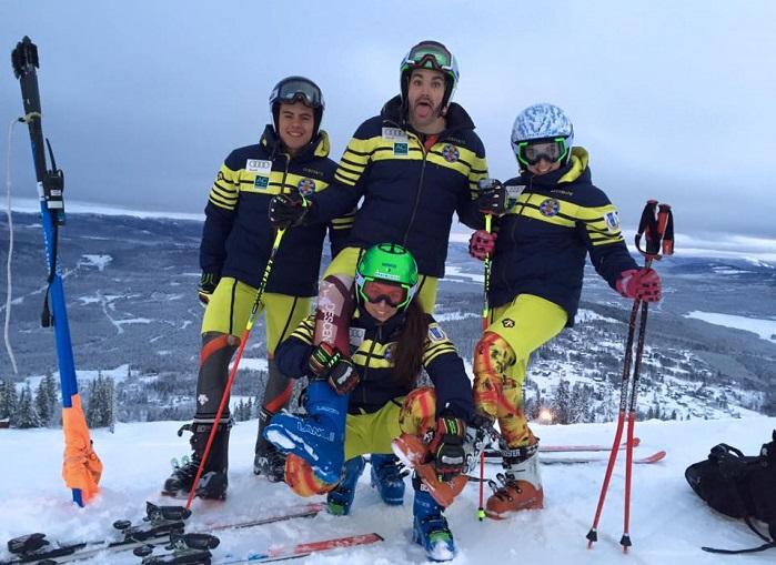Miembros del quipo de esquí alpino de la RFEDI. Foto de Júlia Bargalló (Facebook) en Suecia