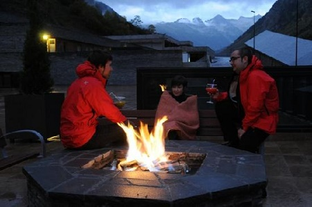 Momentos de relax en el Himalaia tras una jornada de esquí