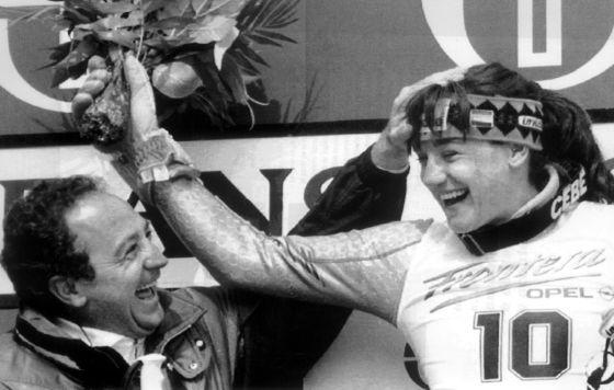 Paquito celebra con su hermana Blanca los triunfos de la gran campeona española de esquí. Imagen de archivo
