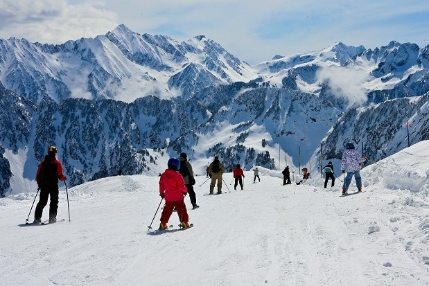 Cauterets, una estación del Grupo N´PY en los Pirineos franceses. Imagen de archivo de Mattieu Pinaud