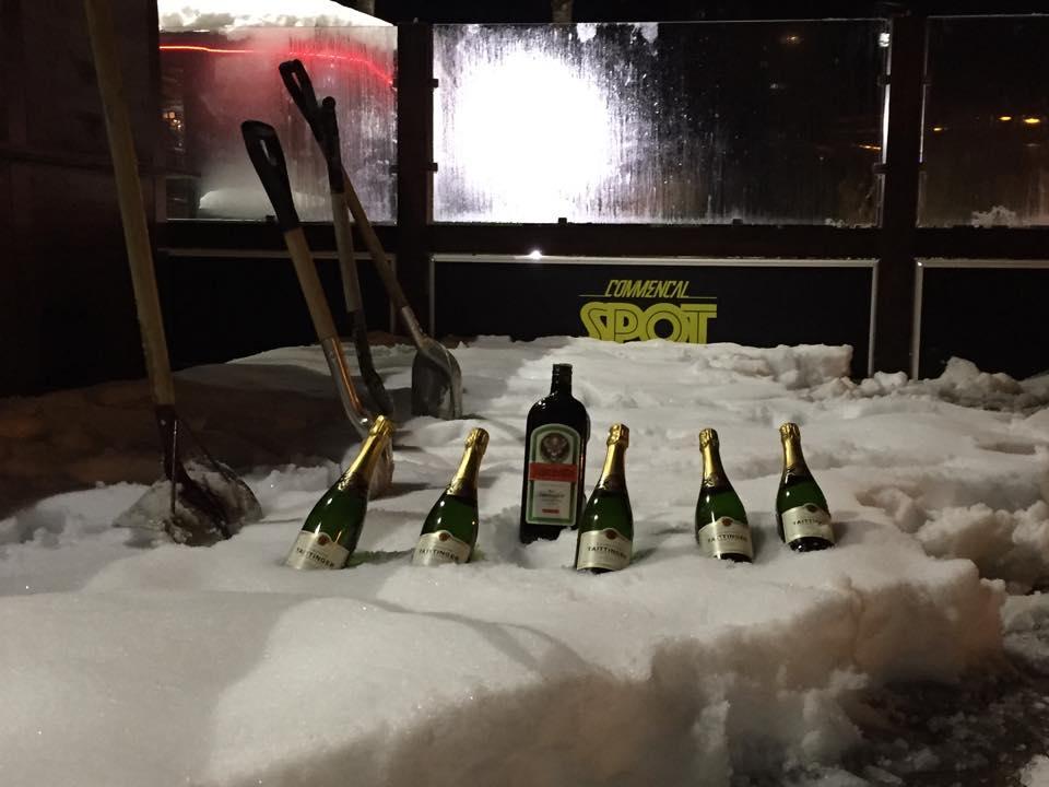 commencal-spot-andorra-vallnord-bebida-terraza-exterior